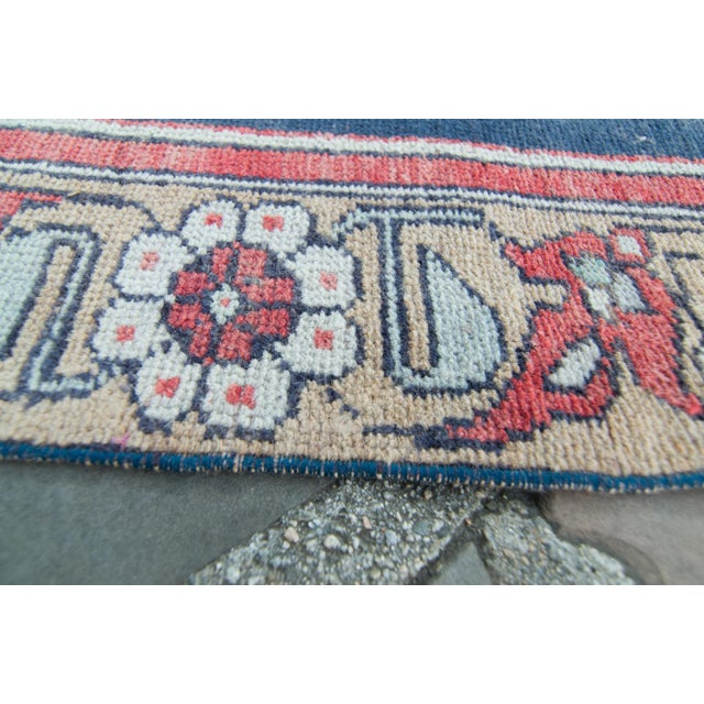 "Contemporary House of Séance - 1950s Vintage Anatolian Floral Medallion Oushak Eregli Wool Hand-Knotted Rug - 4'3.5"" X 7'10"" For Sale - Image 3 of 11"