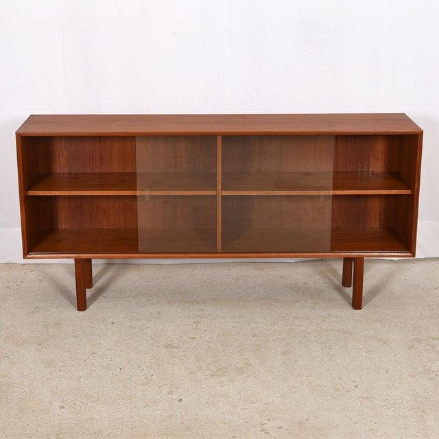 Danish Modern Danish Modern Low Display Cabinet in Teak W/ Sliding Glass Doors For Sale - Image 3 of 8