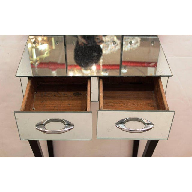 1930s 1930s Art Deco Antique Mirrored Surface and Trifold Mirror Vanity For Sale - Image 5 of 10