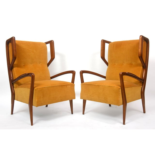 Documented in esempi sedie poltrone divani illustration 210, these chairs have a startling resemblance to Gio Ponti...