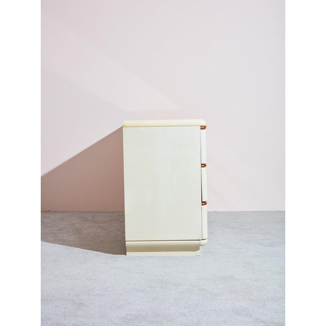 Contemporary 1980s Lane Beige Lacquer and Wooden Dresser For Sale - Image 3 of 4