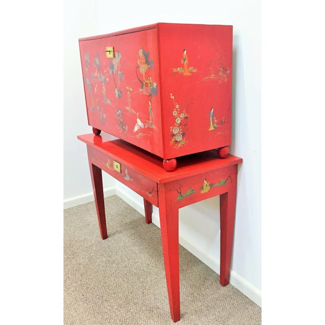 20th century red lacquer barqueno with Japanese style design. Fine painted motif in gold gilt, brass fitting, beautiful...