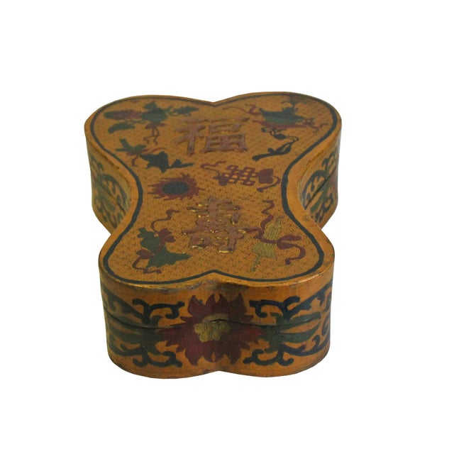Asian Chinese Distressed Yellow Lacquer Chinoiserie Ribbon Shape Treasure Box For Sale - Image 3 of 6