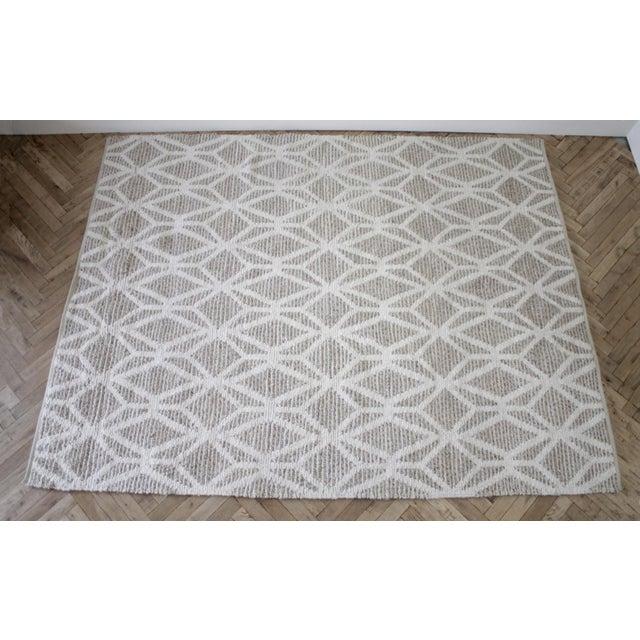 New Modern Wool and Natural Fiber Rug SKU Number: 1031-983233 Description: Natural fiber and wool rug This is a new rug,...