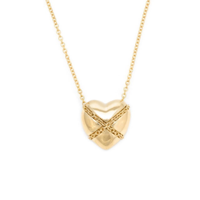 Tiffany and Co. Vintage Tiffany & Co. Cross My Heart Necklace 18 Karat Gold Designer Jewelry For Sale - Image 4 of 5
