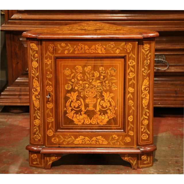 Early 19th Century Dutch Walnut Marquetry Corner Cabinet with Inlay Work For Sale In Dallas - Image 6 of 9