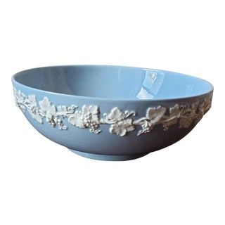 Early 20th Century Wedgwood Etruria England Serving Bowl For Sale