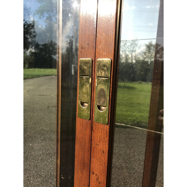 Hollywood Regency Oak and Glass Display Cabinet by Henredon For Sale - Image 3 of 10