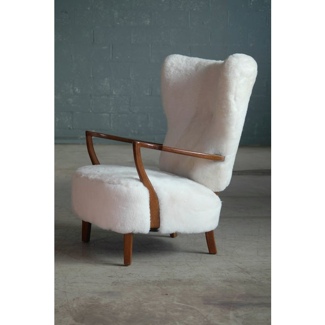 Fritz Hansen Style Lounge Chair and Ottoman Covered in White Shearling Sheepskin For Sale In New York - Image 6 of 12