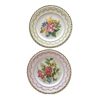 Italian Ugo Zaccagnini Hand Painted Decorative Dishes - a Pair For Sale