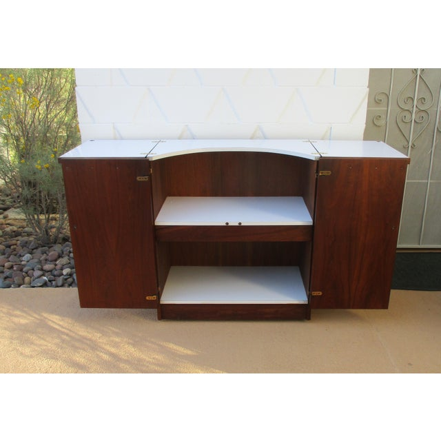Mid Century Modern Brown Saltman Rolling Bar Cart Cabinet Server Dry Bar - Image 3 of 11