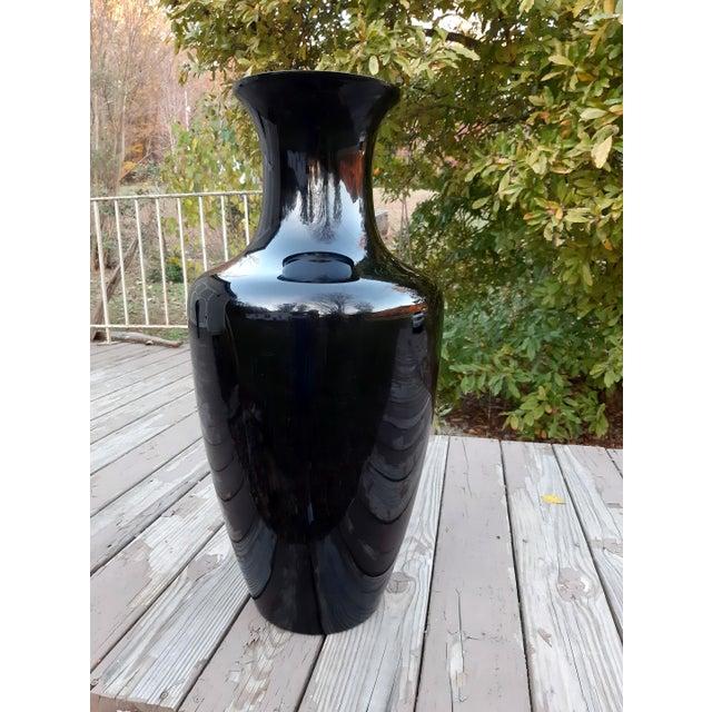 1980s Vintage West Virginia Masterwork Black Pilgrim Art Glass Vase For Sale - Image 5 of 13