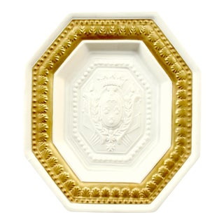 Vintage Italian Mottahedeh Porcelain Wall Plaque With Heraldic Crest and Fleur De Lys For Sale