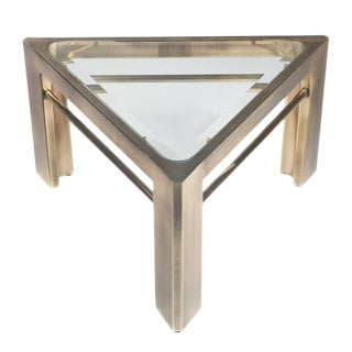 1970S MASTERCRAFT TRIANGULAR SIDE TABLE IN BRASS For Sale
