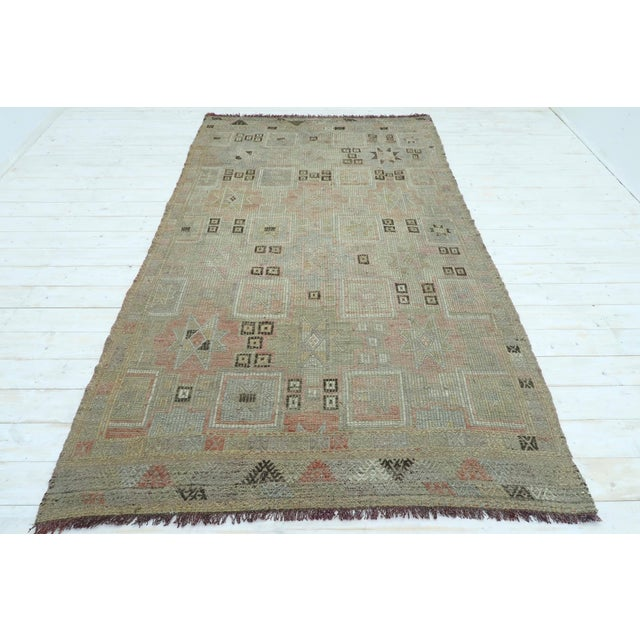 "Vintage Turkish Kilim Rug-5'3'x8'11"" For Sale - Image 13 of 13"