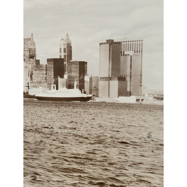 1970s 1970s Cityscape of Lower Manhattan Photograph, Framed For Sale - Image 5 of 11