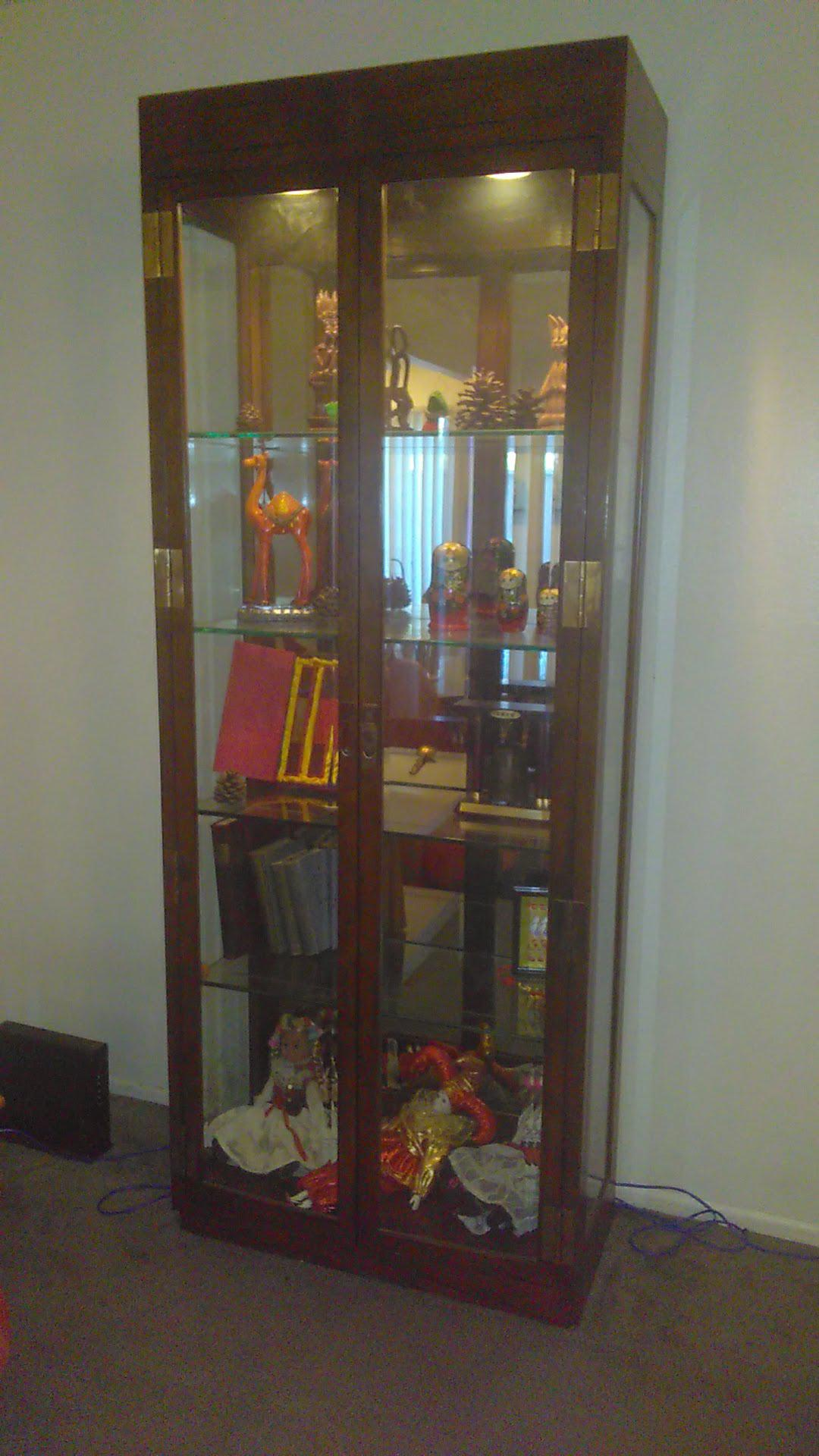 1960s Vintage Curio Lighted Glass Display Cabinet For Sale In Los Angeles    Image 6 Of