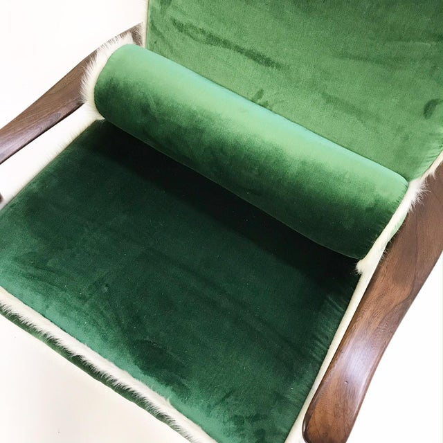 Vintage Walnut Lounge Chair Attributed to Finn Juhl Restored in Schumacher's Emerald Green Silk Velvet and Brazilian Cowhide For Sale In Saint Louis - Image 6 of 10