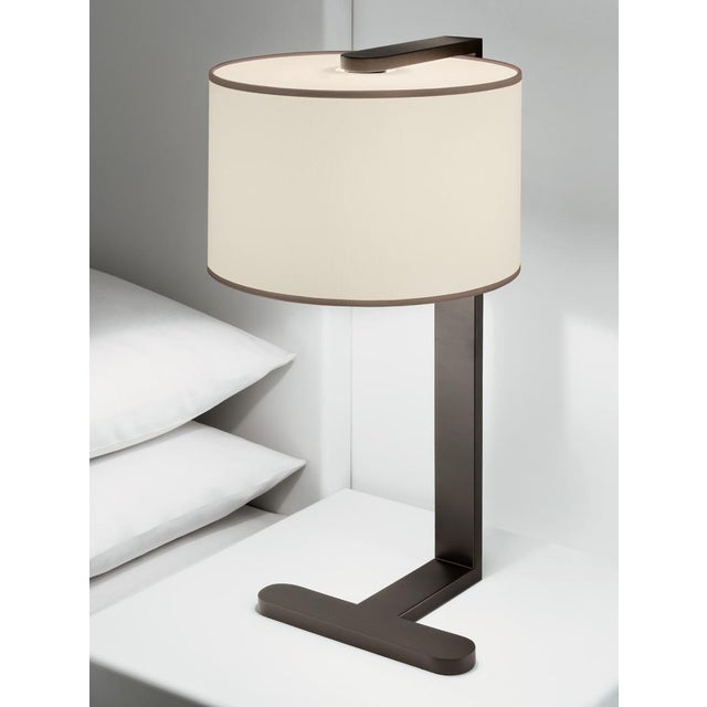 A penny bronze table lamp with a defined shape. Includes shade. Black silk covered cable. Certification: IP20. Bulb: 1 x...