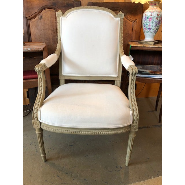 1900s Vintage Louis VI Style Gray Painted Bergere For Sale - Image 9 of 9
