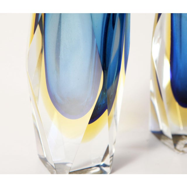 "Alessandro Mandruzzato Vintage 6"" Murano Art Glass Seguso Blue & Amber Faceted Vases by Alessandro Mandruzzato - a Pair For Sale - Image 4 of 9"