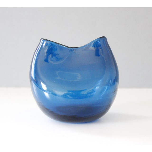 Small Blenko Pinched Glass Ivy Vase Blue Winslow Anderson Mid Century Modern For Sale - Image 5 of 5