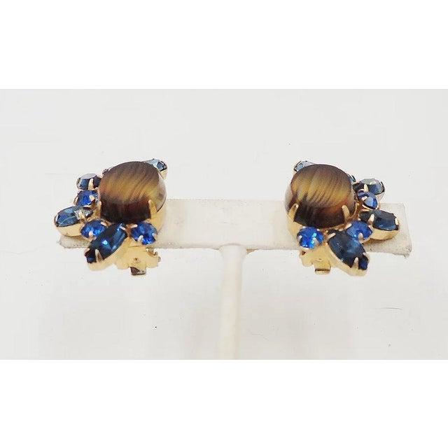 1960s 1960s Hattie Carnegie Striped Rhinestone Earrings For Sale - Image 5 of 9