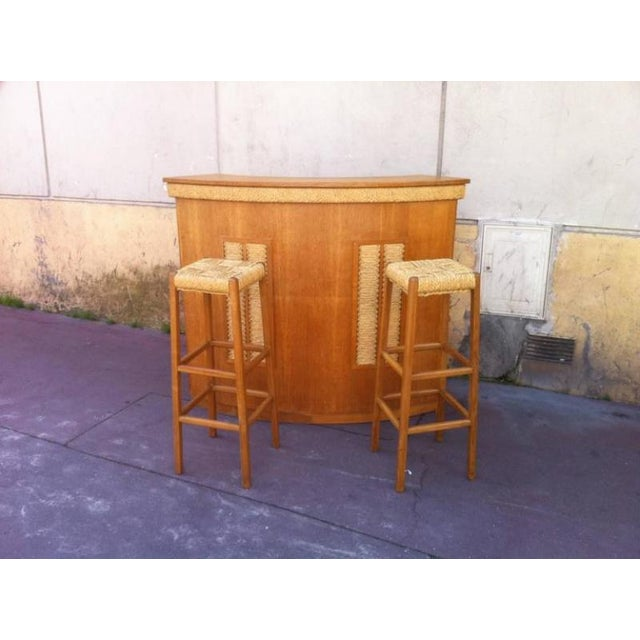 Adrien Audoux and Frida Minet Audoux-Minet Riviera Rarest Rush and Oak Bar With Two Bar Stools For Sale - Image 4 of 6