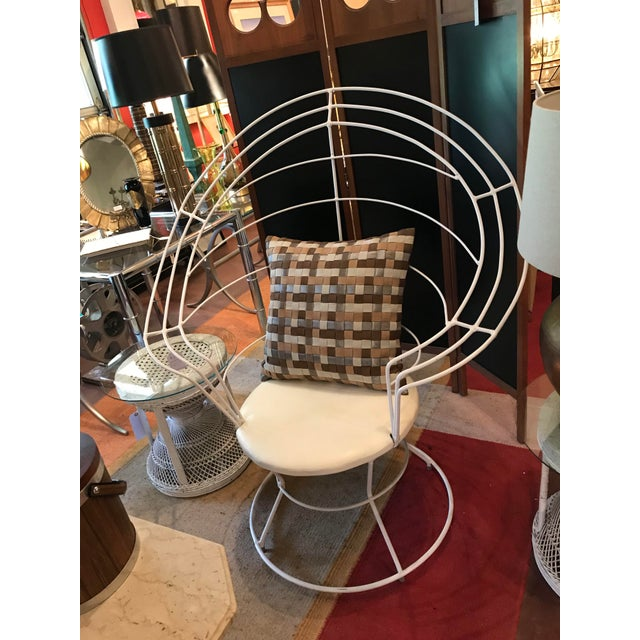 "Late 20th Century White Wire ""Peacock"" Chair For Sale - Image 4 of 5"