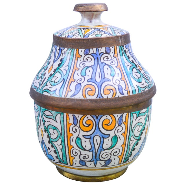 Moroccan Ceramic Lidded Bowl With Arabesque For Sale In New York - Image 6 of 12