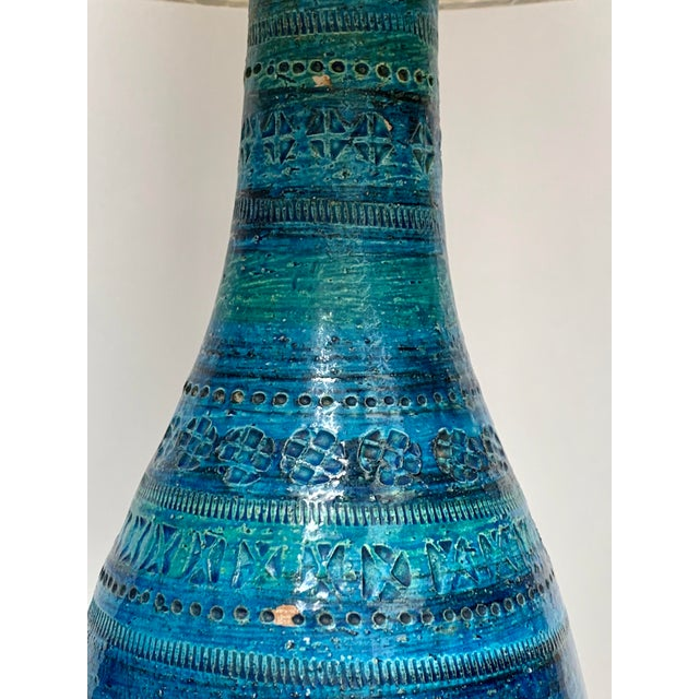 Ceramic 1960s Mid-Century Modern Rimini Blu Ceramic Lamp by Aldo Londi for Bitossi Italy With Shade For Sale - Image 7 of 13