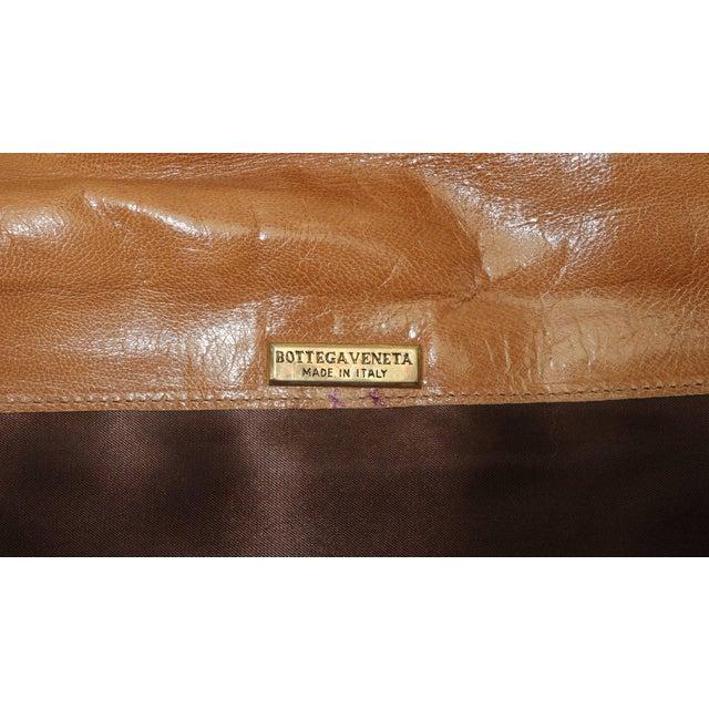 Mid-Century Modern 1970's Bottega Veneta Large Envelope Leather Clutch Handbag For Sale - Image 3 of 12