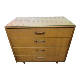 1960s Mid Century Modern American of Martinsville Walnut 4 Drawer Chest For Sale
