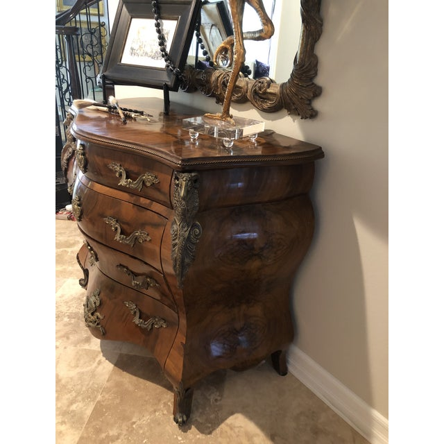 1900 - 1909 Antique Burl Wood Bombay Chest With John Richard Mirror For Sale - Image 5 of 11
