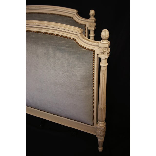 French Vintage Mid Century Elegant Louis XVI Daybed For Sale - Image 3 of 5