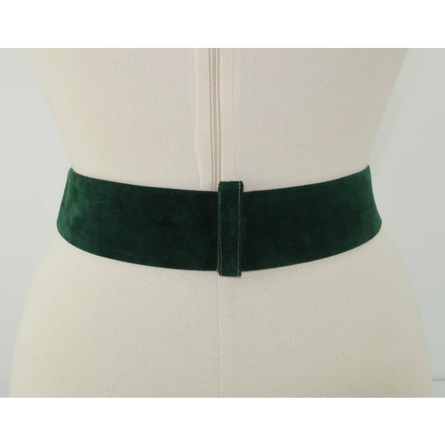 1970s 1970's Judith Leiber Gold Filigree Mughal Style Emerald Green Belt For Sale - Image 5 of 11