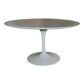 Mid-Century Modern Saarinen Pedestal Dining Table For Sale
