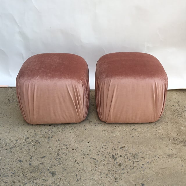 Modern Pair of Vintage Ottomans Poufs in Style of Karl Springer in Rose Quartz Silk Velvet For Sale - Image 3 of 8