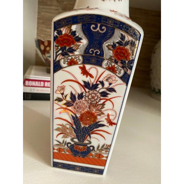 Imari Porcelain Vintage Imari Vase- Navy and Red For Sale - Image 4 of 7