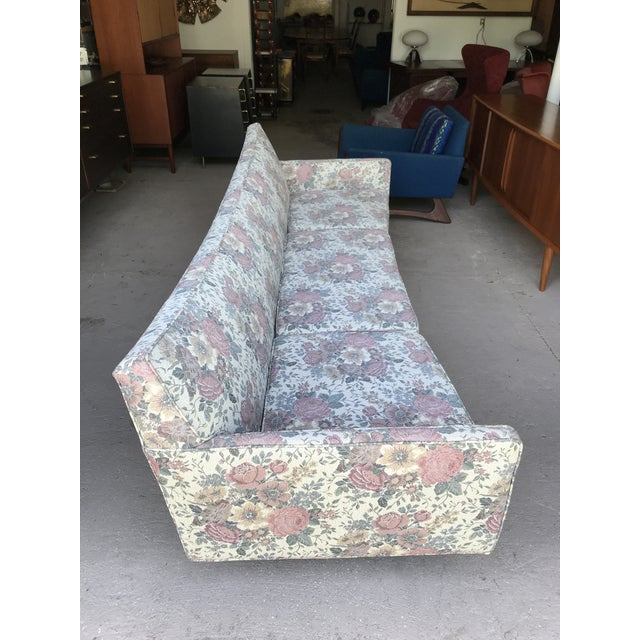 "97"" Mint Condition Curved Front Sofa Mid Century McCobb Style For Sale In New York - Image 6 of 12"