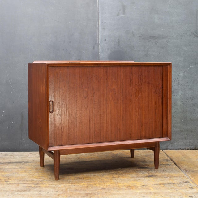 This is a gutted Stereo Hi-Fi cabinet, designed Arne Vodder for Sibast Furniture Mobler Denmark, in Teak with one...