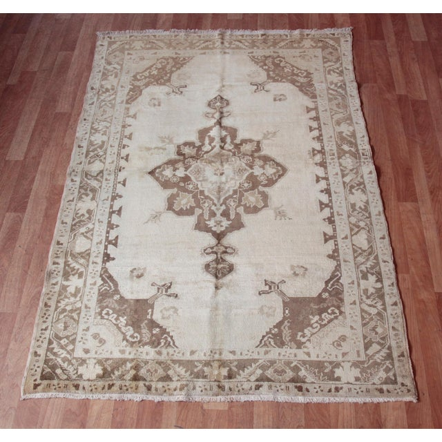This is a beautiful example of Ousak Medallion Design Carpet, it is a Handmede Anatolian Carpet from Oushak Region it is...