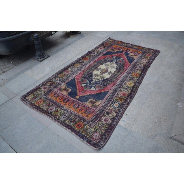 Turkish Oushak Rug- 4′4″ × 8′2″ For Sale In Austin - Image 6 of 6