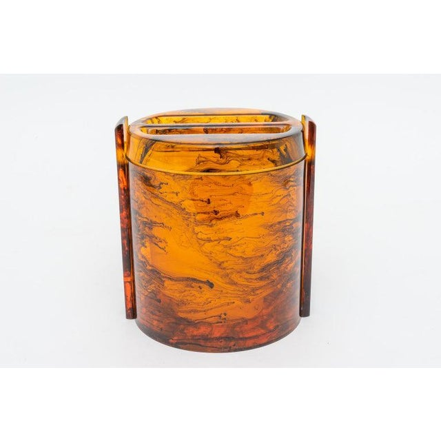 Faux Tortoise Shell, Marbleized Lucite Ice Bucket With Tongs From 1970s Italy For Sale - Image 13 of 13