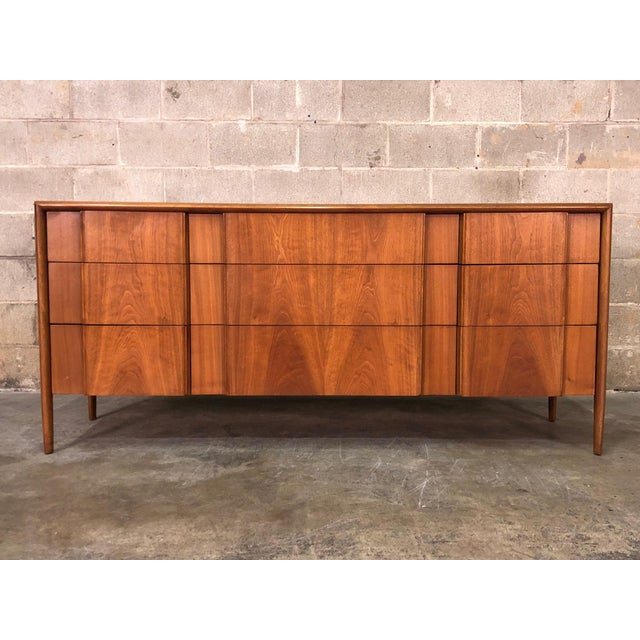 Brown Barney Flagg for Drexel Parallel Mid-Century Modern 9-Drawer Dresser For Sale - Image 8 of 8