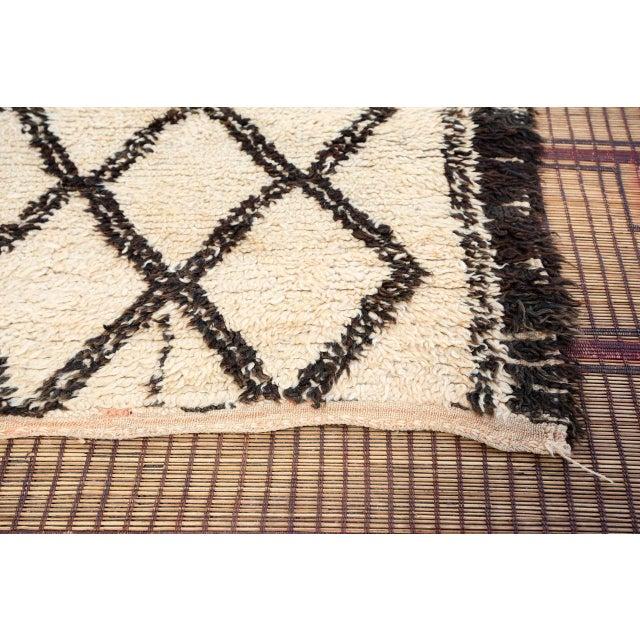Textile Vintage Moroccan Beni Ouarain White Rug For Sale - Image 7 of 10