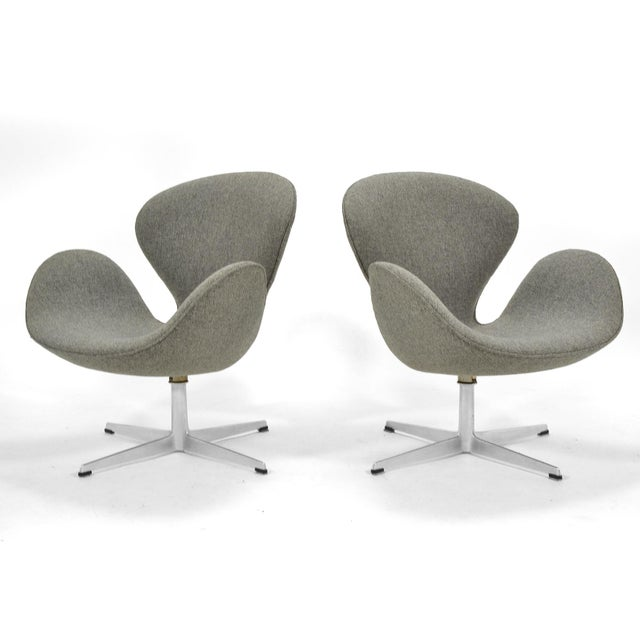 Fritz Hansen Arne Jacobsen Pair of Swan Chairs by Fritz Hansen For Sale - Image 4 of 11