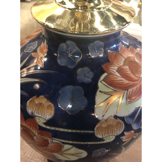 Vintage Chinoiserie Navy Blue & Orange Lotus Floral Brass Pagoda Table Lamps - a Pair For Sale - Image 11 of 13