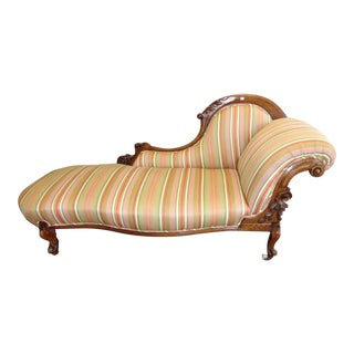 Antique English Striped Fabric Cabriole Legs Walnut Chaise Lounge For Sale