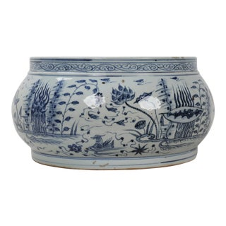 19th Century Chinese Porcelain Blue & White Planter For Sale